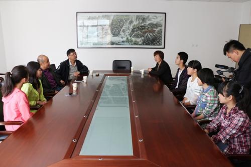 项目组成员与富平实验中学的各位老师交流学员的情况-中华英才培养图片