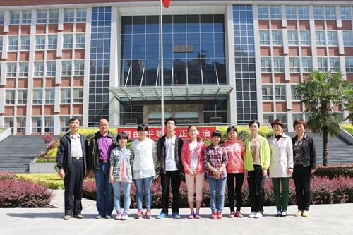 项目组在富平县实验中学-中华英才培养专项基金图片